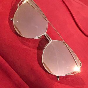 Accessories - ROSE GOLD MIRRORED LENSES➕GOLD AVIATOR SUNGLASSES